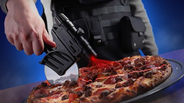 tactical-laser-guided-pizza-cutter-xl-740x525