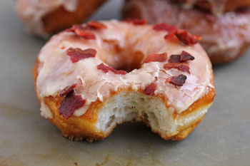 maple-bacon-doughnut-3-1024x682