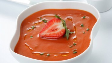 Strawberry gaspacho (tomato cold soup with strawberries)